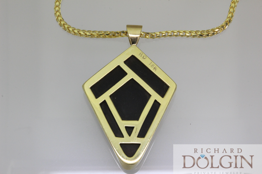 Artistically carved pendant backing in 18k gold