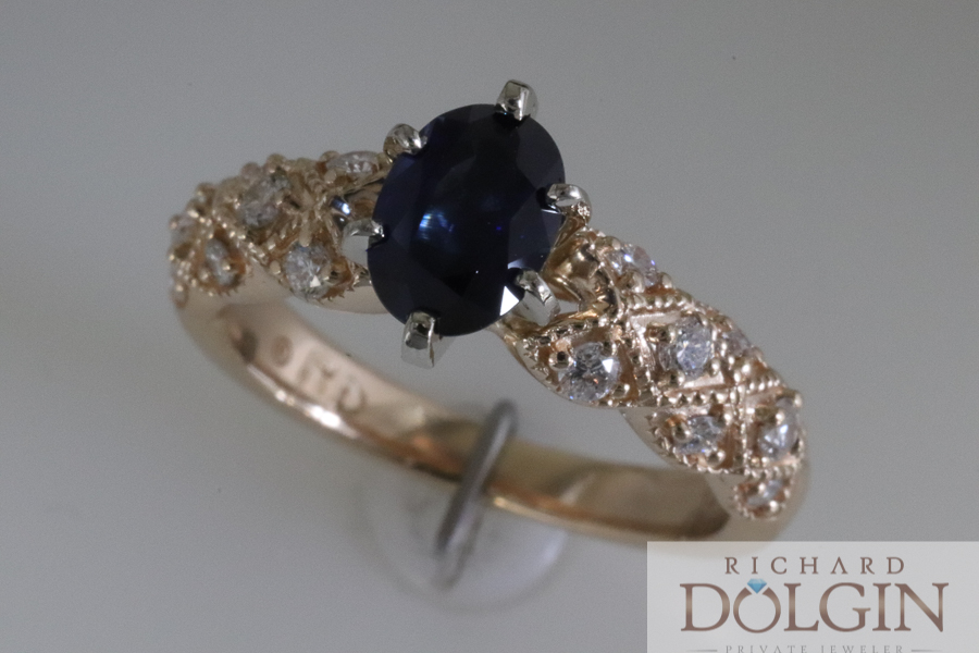 Blue sapphire in yellow gold ring