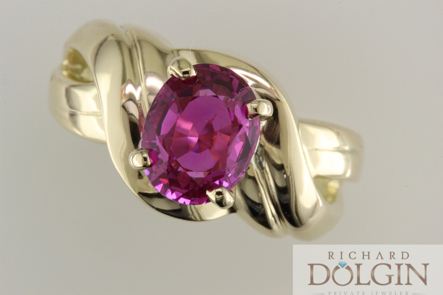 Pink sapphire set in 18k yellow gold
