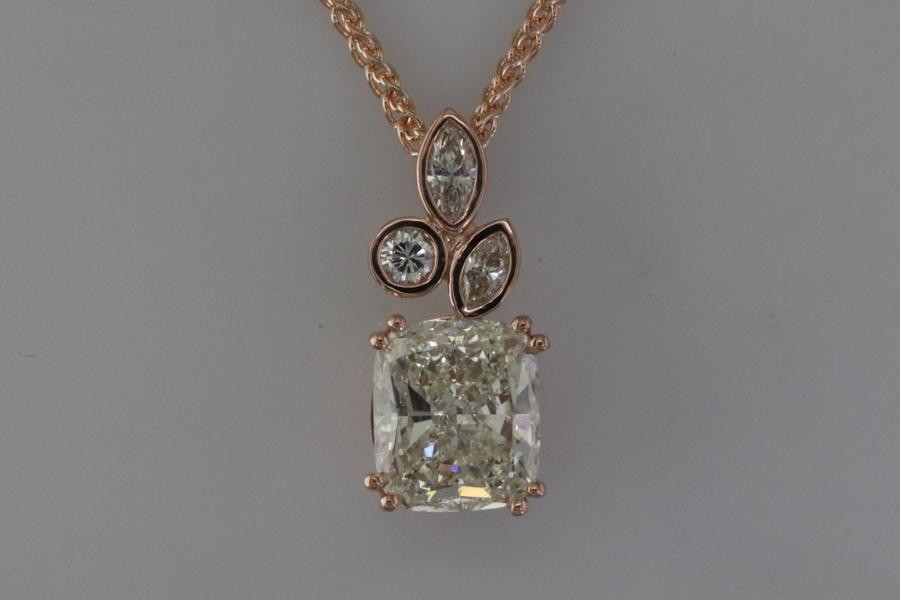 Diamond pendant set in rose gold