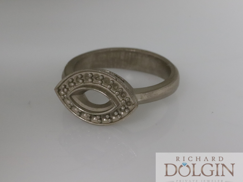 Rough casting in white gold