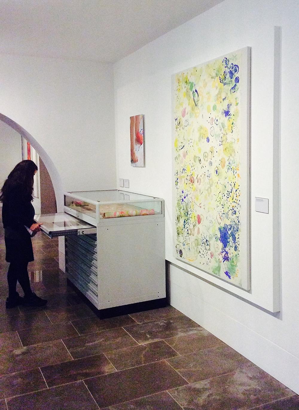 Browsing through artworks