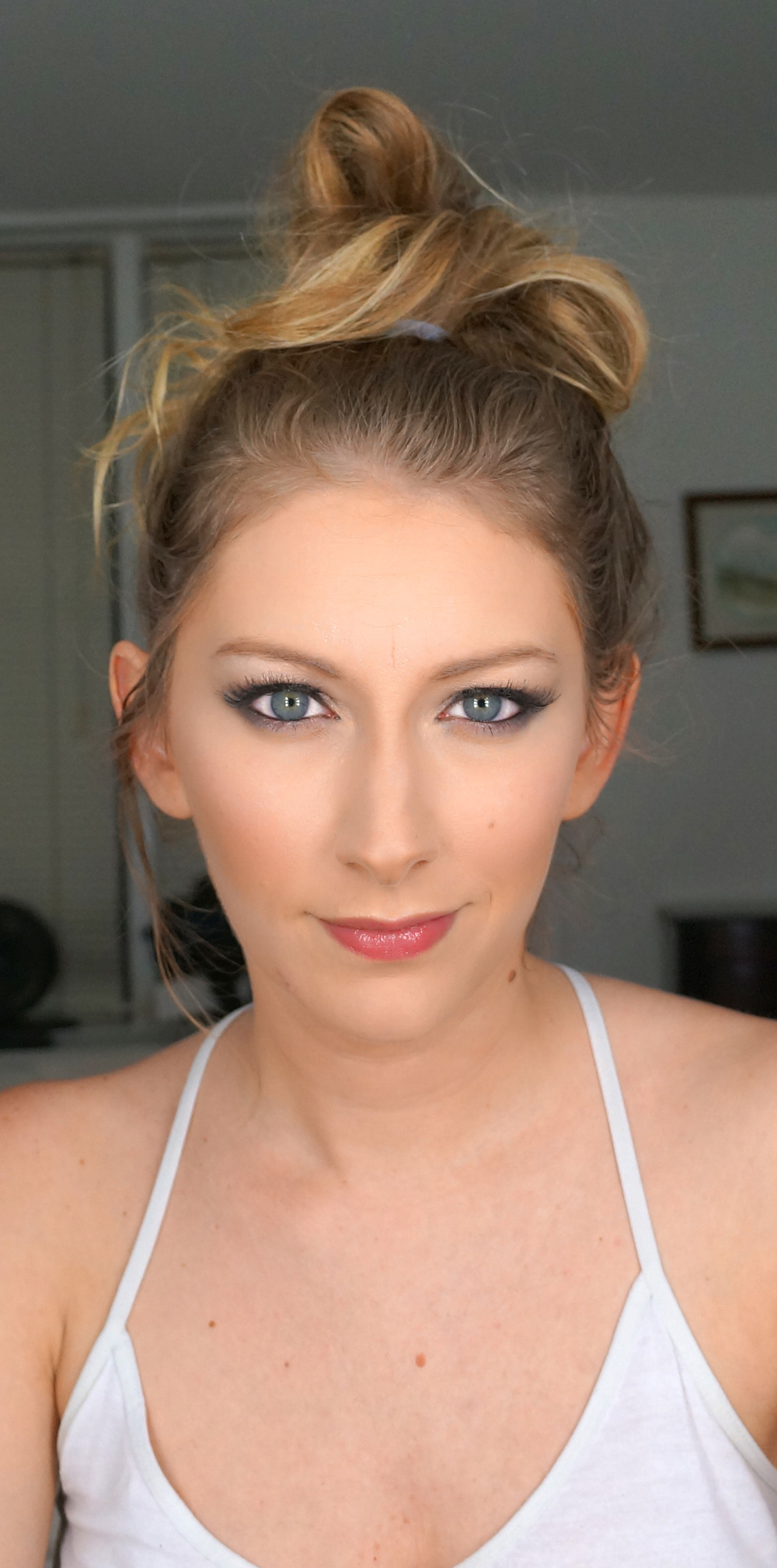 I wanted a smokey silver look, and I also applied false lashes (a must have for evening makeup, in my opinion).
