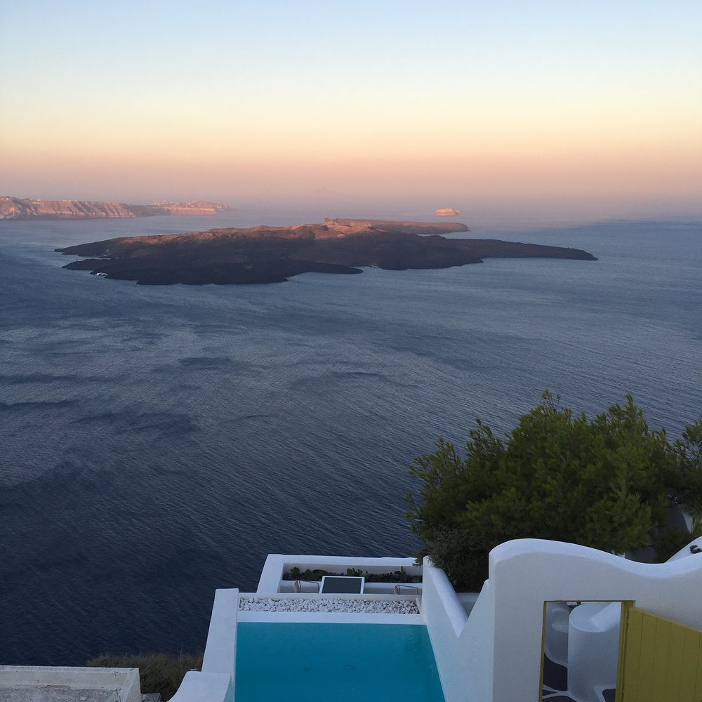 Santorini To The Fullest - 12 destinations to see the most beautiful sunsets ever