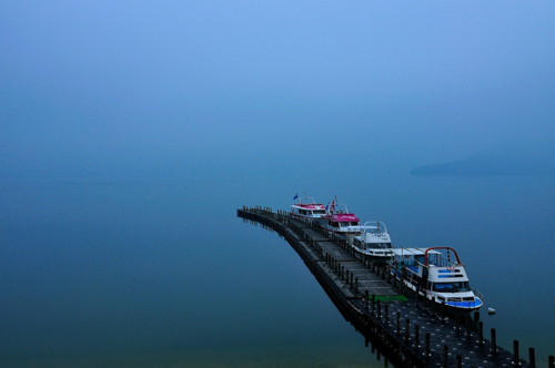 lacrimis :      Calm and Misty Lake[Explore]  by  Vincent_Ting  on Flickr.