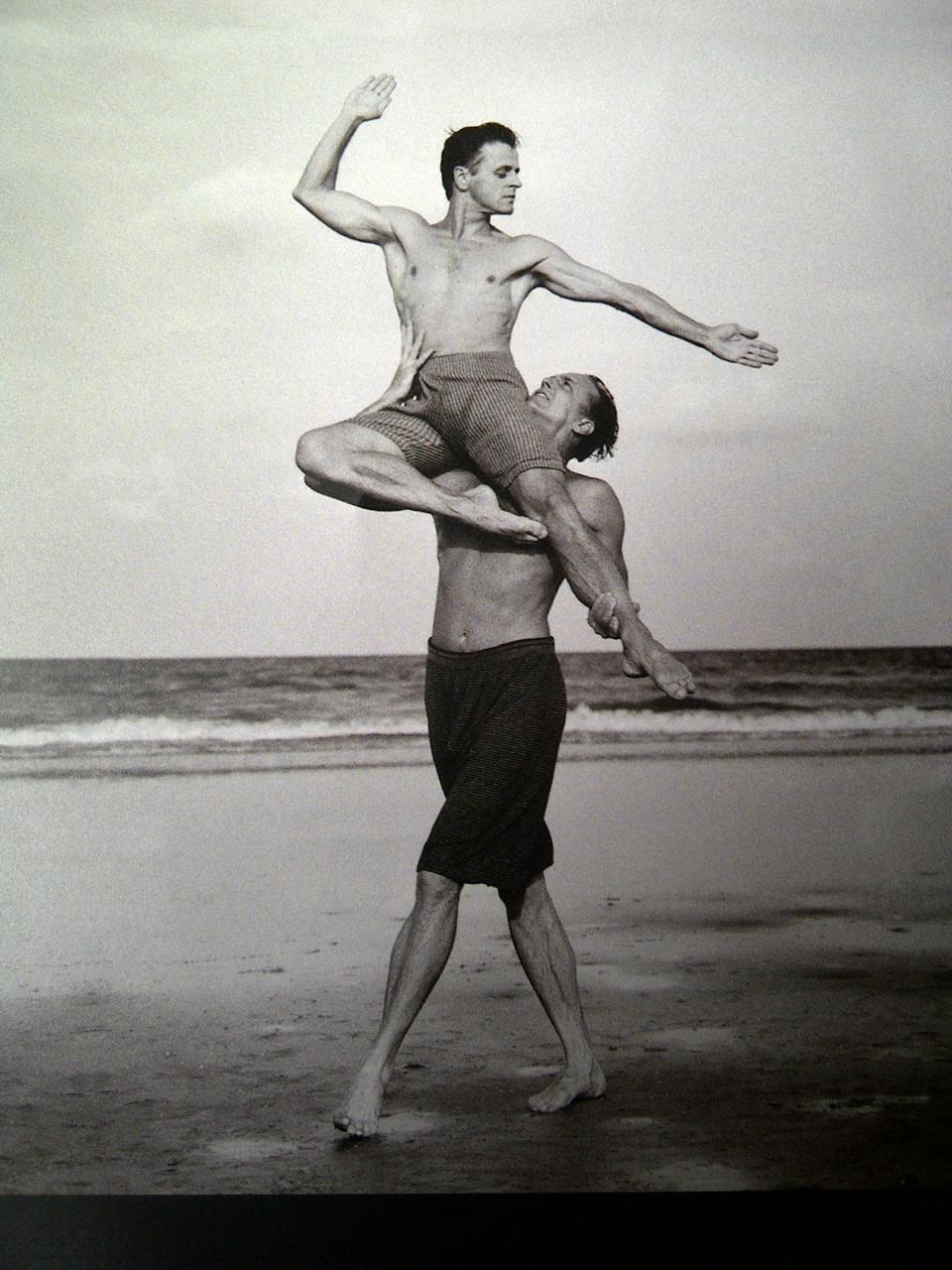 palonka: mikhail baryshnikov and rob besserer - 1990 photographer: annie leibovitz