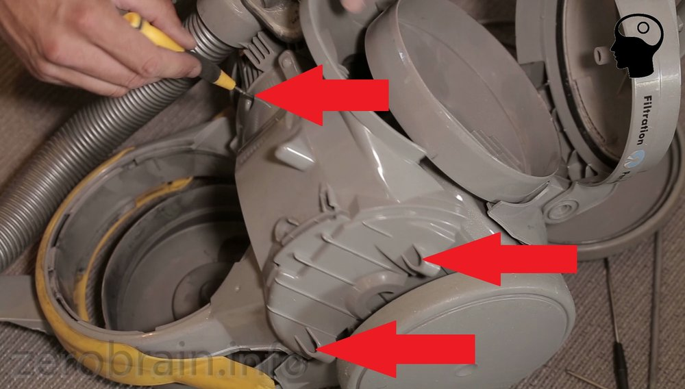 Dyson Zerlegen: diese Schrauben müssen raus (2 verdeckt)