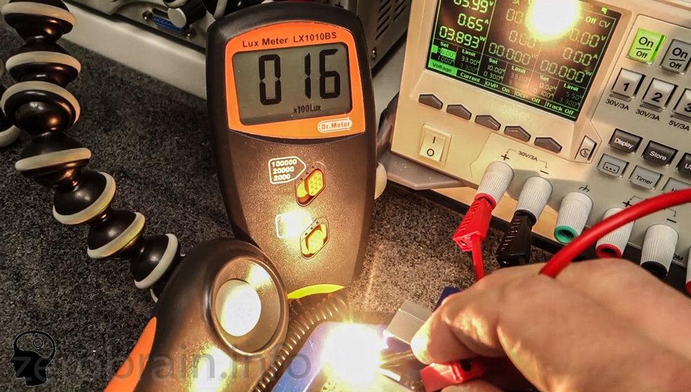 Prüfaufbau - Messung der Lichtleistung der Maglite 4D in Abhängigkeit von der Batteriespannung