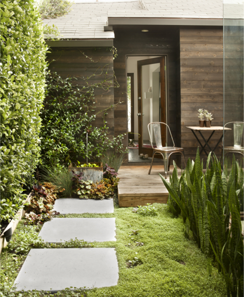 modern-house-yard-stepping-stones-mark-egerstron-house-beautiful.png