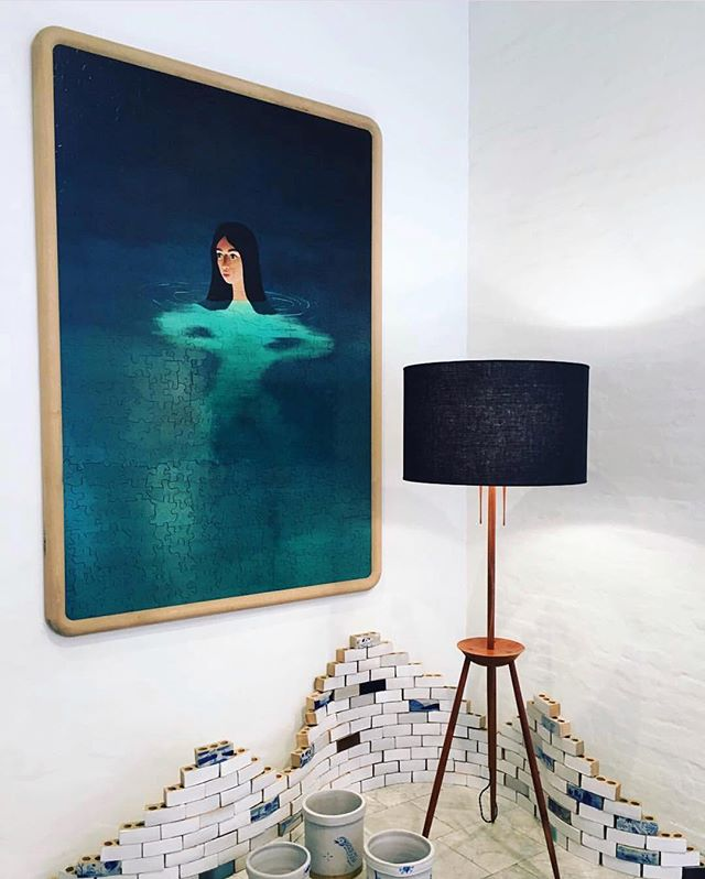 Admiring this puzzle painting by @thistylerhays and lamp by @bddw_etc 📷 by: @youngandfrances