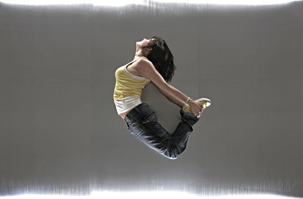 16-b_girl_jump_ipad_hr.jpg