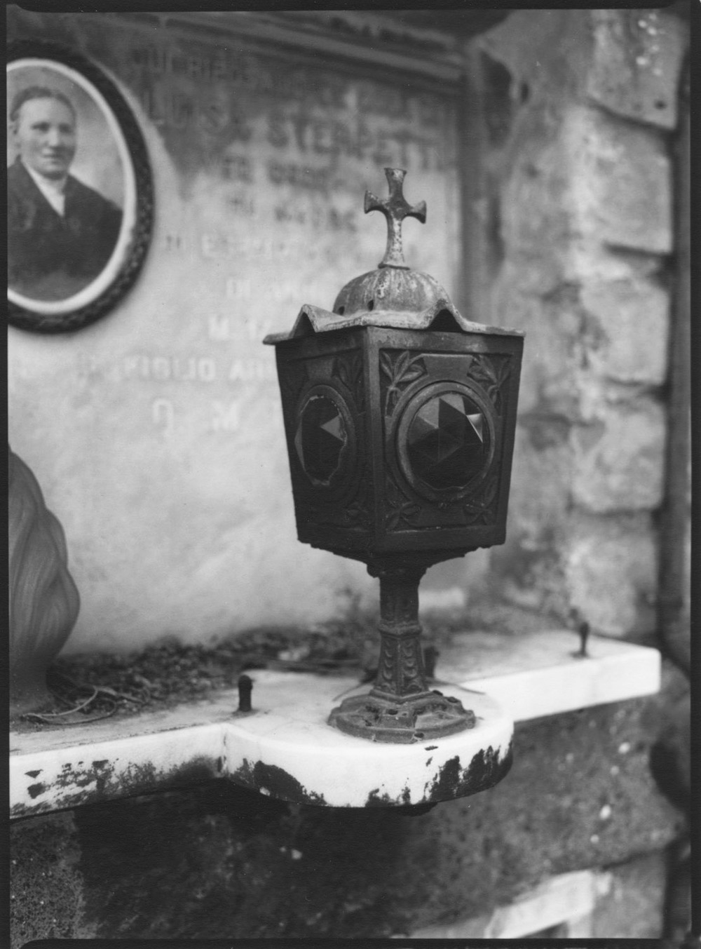 Roman Cemetary Urn w photo.jpg