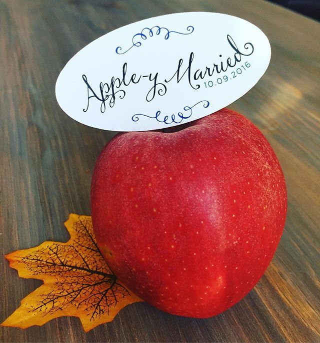 The most adorable!! 🍎 Apple-y Married #favourtags for this weekends wedding for Caitlin & Mike! #durhamregionweddings #torontoweddings #weddinginspiration #weddingstationery #customtags