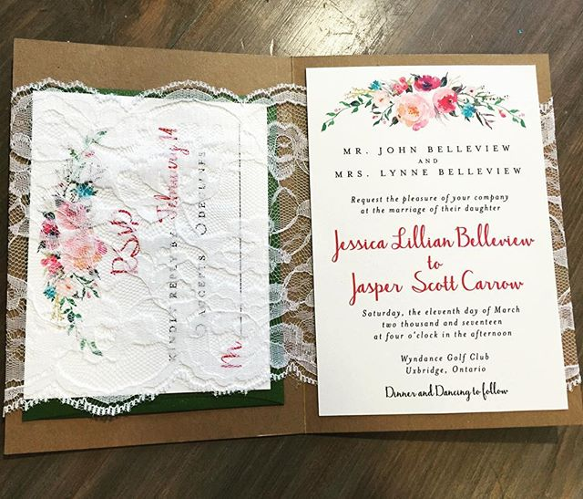 😍😍 this pocket is everything! Right? #durhamregionweddings #weddinginvitations #durhamregioninvitations #stationerydesigner #eventplanner