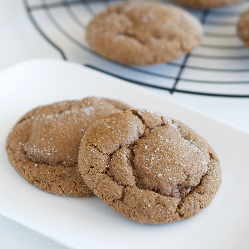 ginger_molasses_cookies (1).jpg