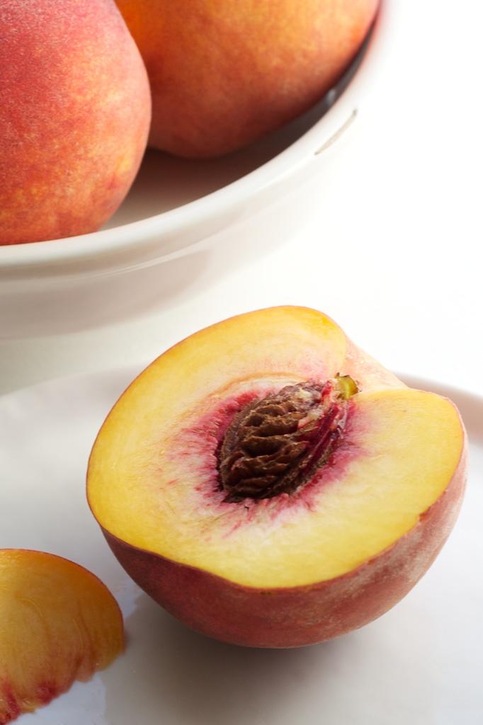 peach_cake_pistachio_streusel_peach.jpg