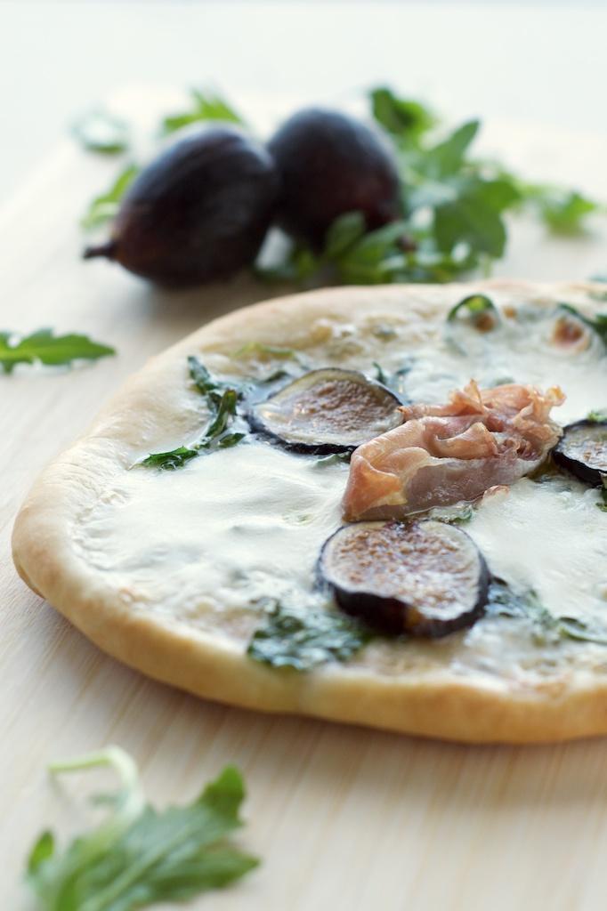 fig_prosciutto_pizza3.jpg