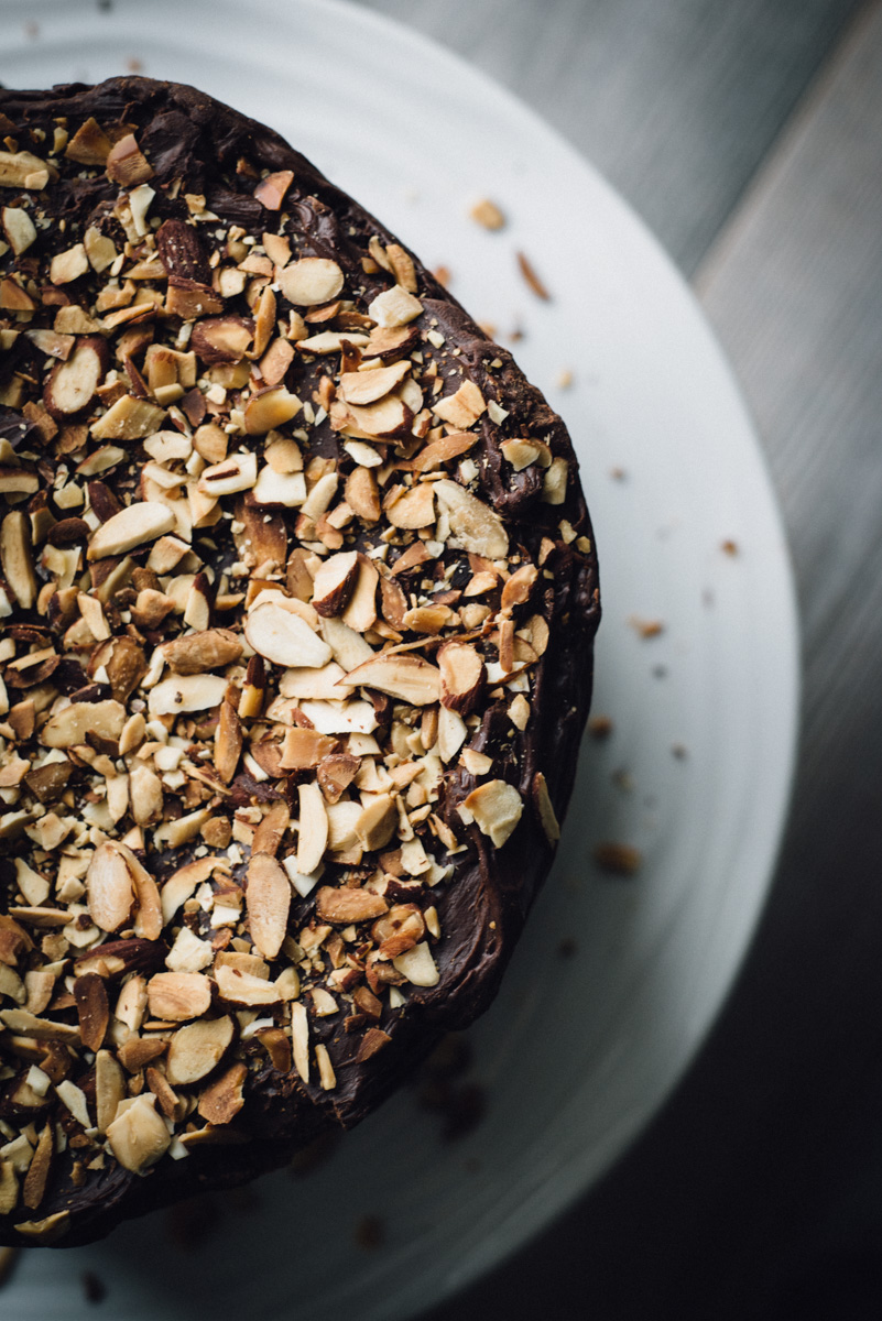 chocolate_cake_ganache_caramel_almonds-3.jpg