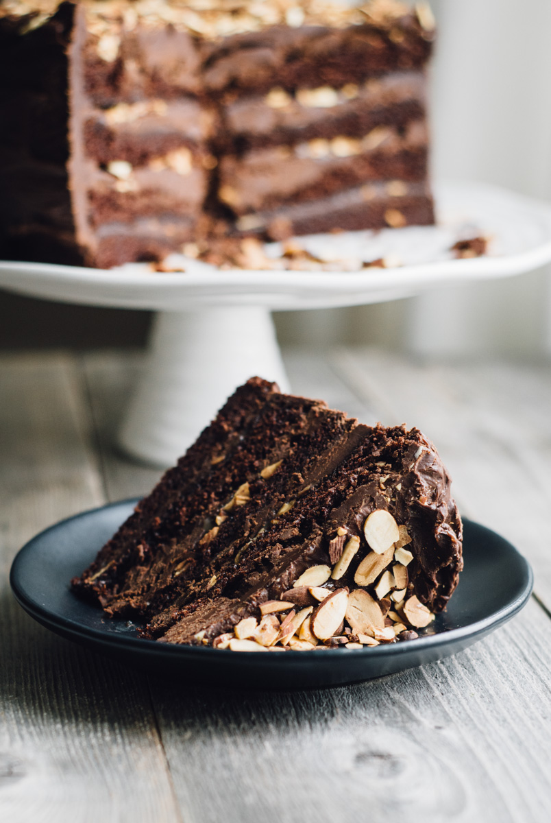 chocolate_cake_ganache_caramel_almonds-2.jpg