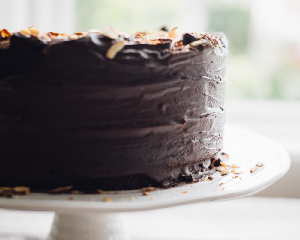 chocolate_cake_ganache_caramel_almonds-4.jpg