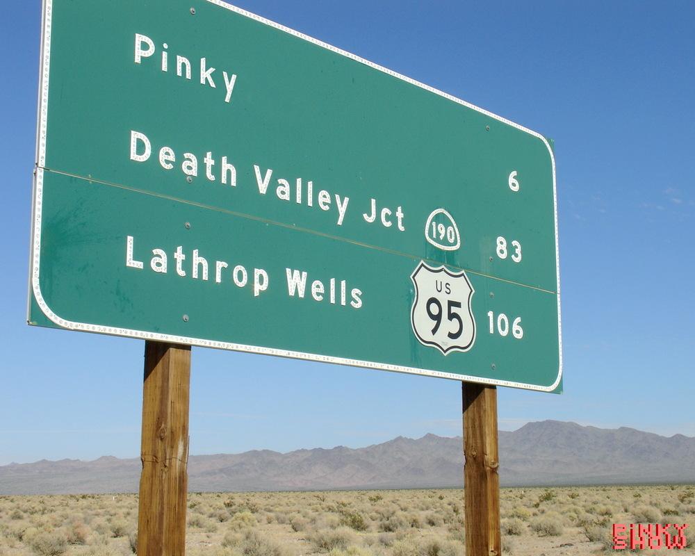 Pinky sign, 1280 x 1024 pixels