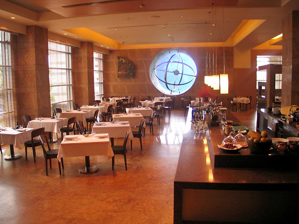 grand hyatt mumbai - brasserie restaurant
