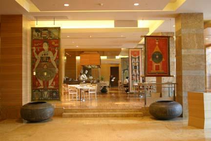 grand hyatt mumbai - banners from the grand columns