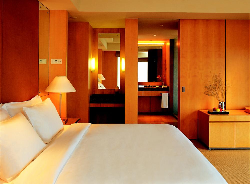 grand hyatt mumbai room view to bathroom