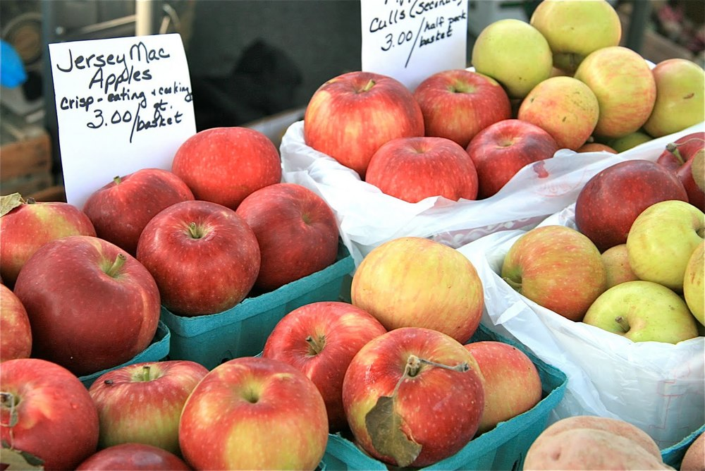 apples farmers market.jpg