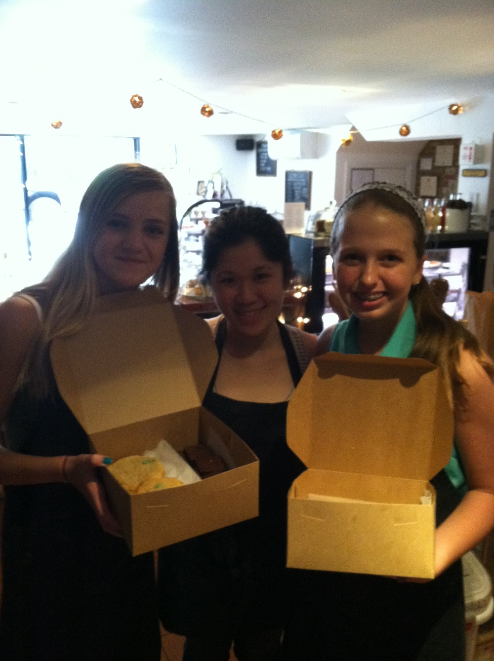Maggie Lindsey, Daniellan Louie, Ava Lowry @ Ivy Bakery