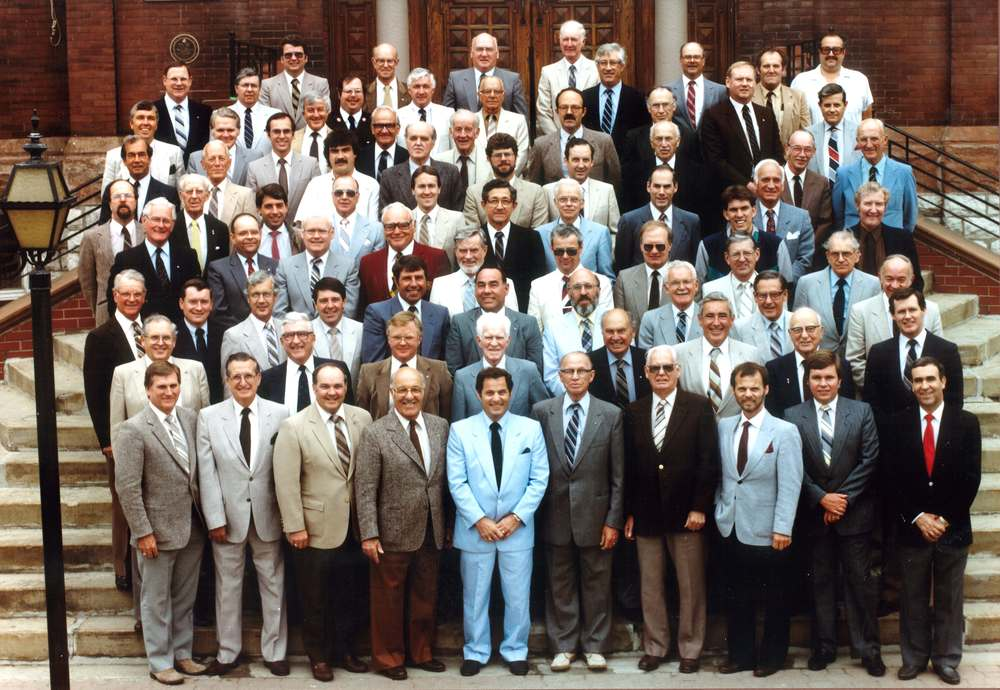 1986 Rotary Club on City Hall Steps.jpg