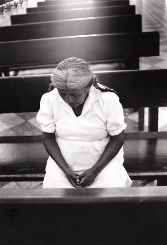 Mexico-Woman-in-church.jpg