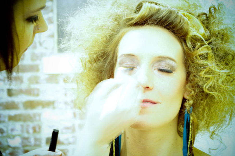 Hangr16_Makeup2_w.jpg