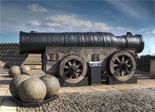 320px-Mons_Meg,_Medieval_Bombard,_Edinburgh,_Scotland._Pic_01.jpeg
