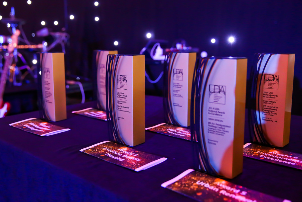 udia custom trophies awards