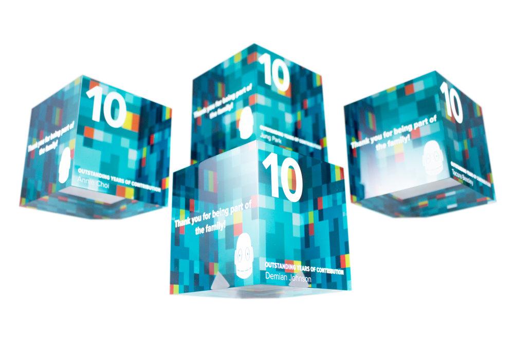 brainpop-custom-modern-trophies-acrylic-cube