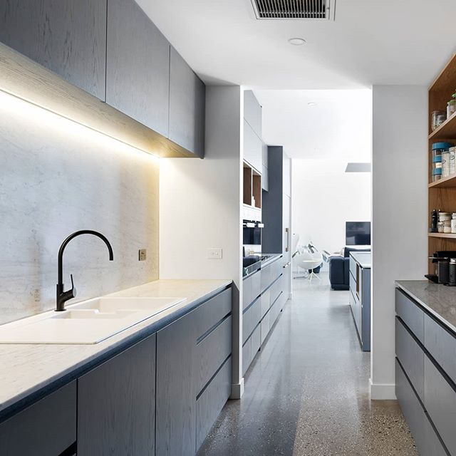 Gorgeous butler's pantry at our recent Northcote project.  Photo: @jelliscraiginnernorth  #archdaily #architecture #melbourne #melbourneinteriors  #melbournearchitecture #interiordesign #interiors #butlerspantry #kitchendesign #kitcheninspo