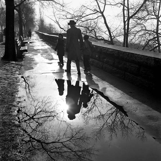 Vivian Maier family walk.jpg