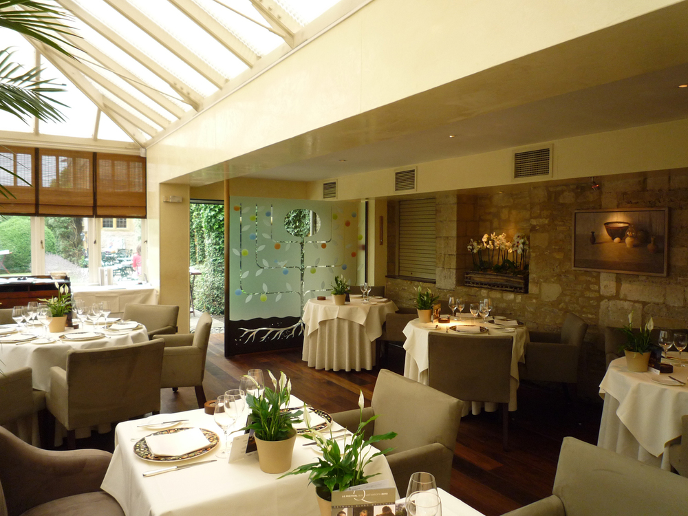 Glass screen for Raymond Blanc's restaurant Le Manoir aux Quat' Saisons near Oxford.