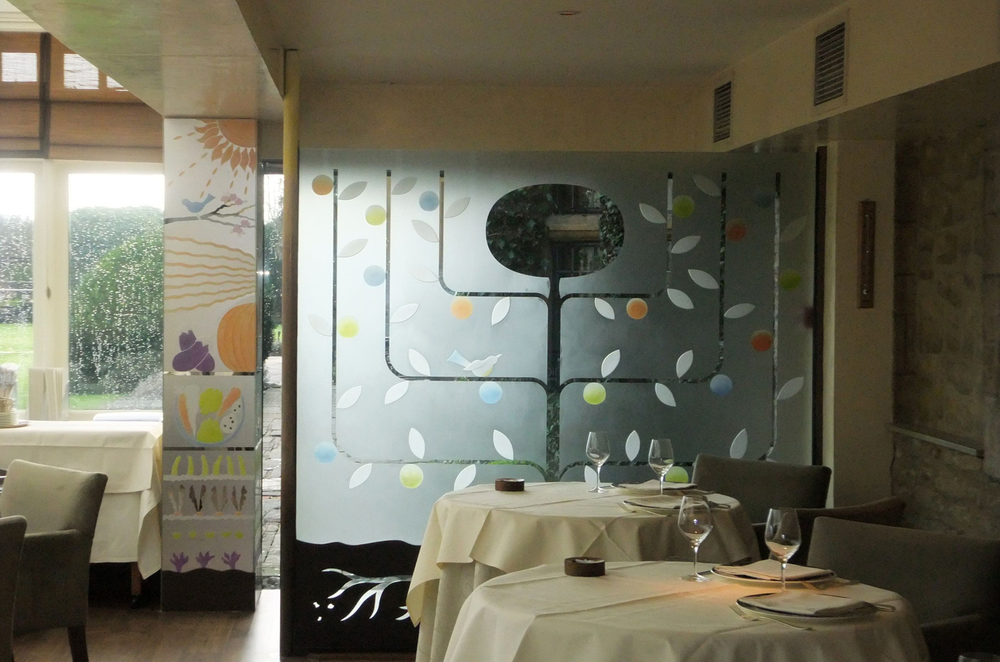 Glass screen and pillar for Raymond Blanc's restaurant Le Manoir aux Quat' Saisons, nr Oxford.