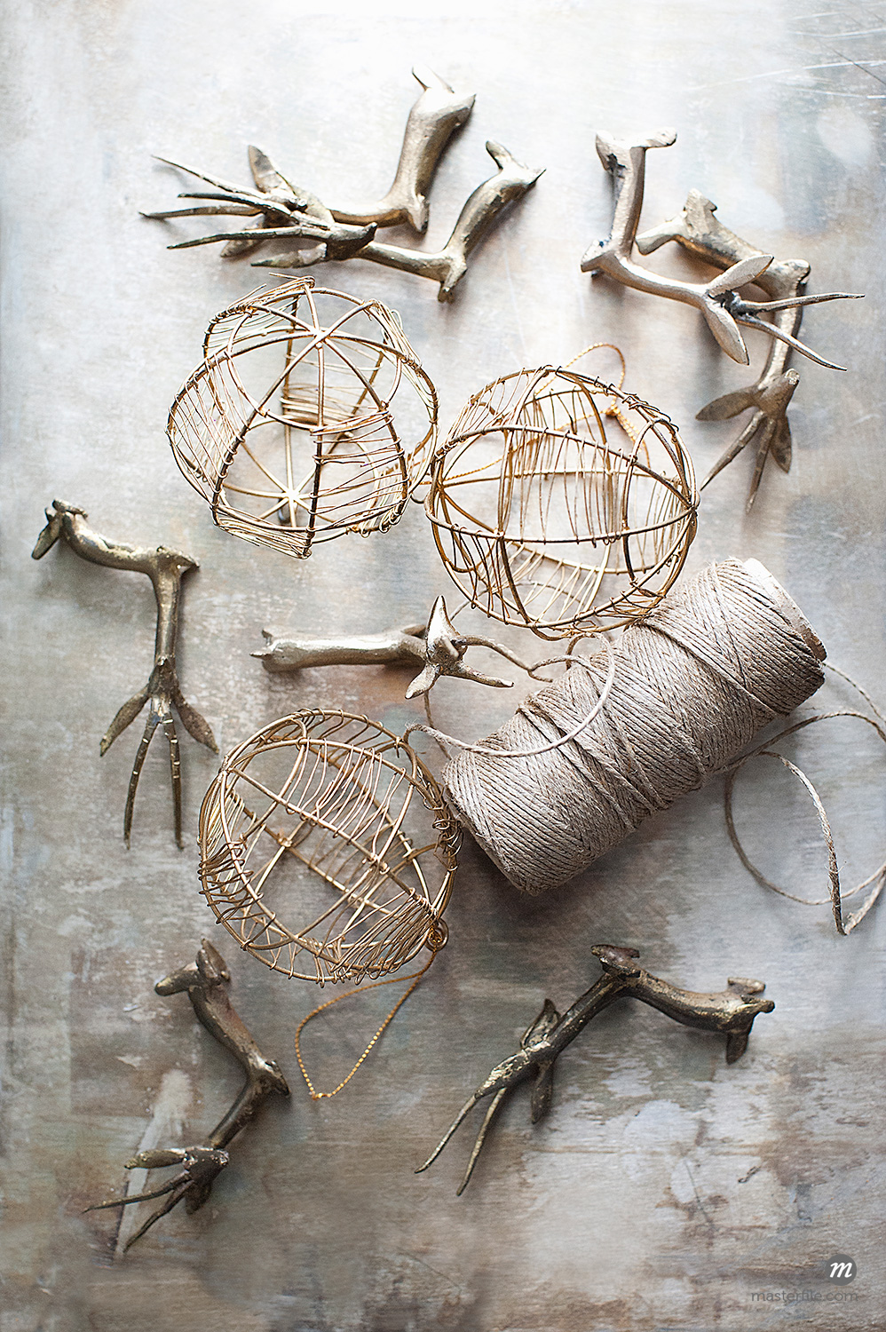 Rustic Christmas Ornaments © Cultura RM / Masterfile