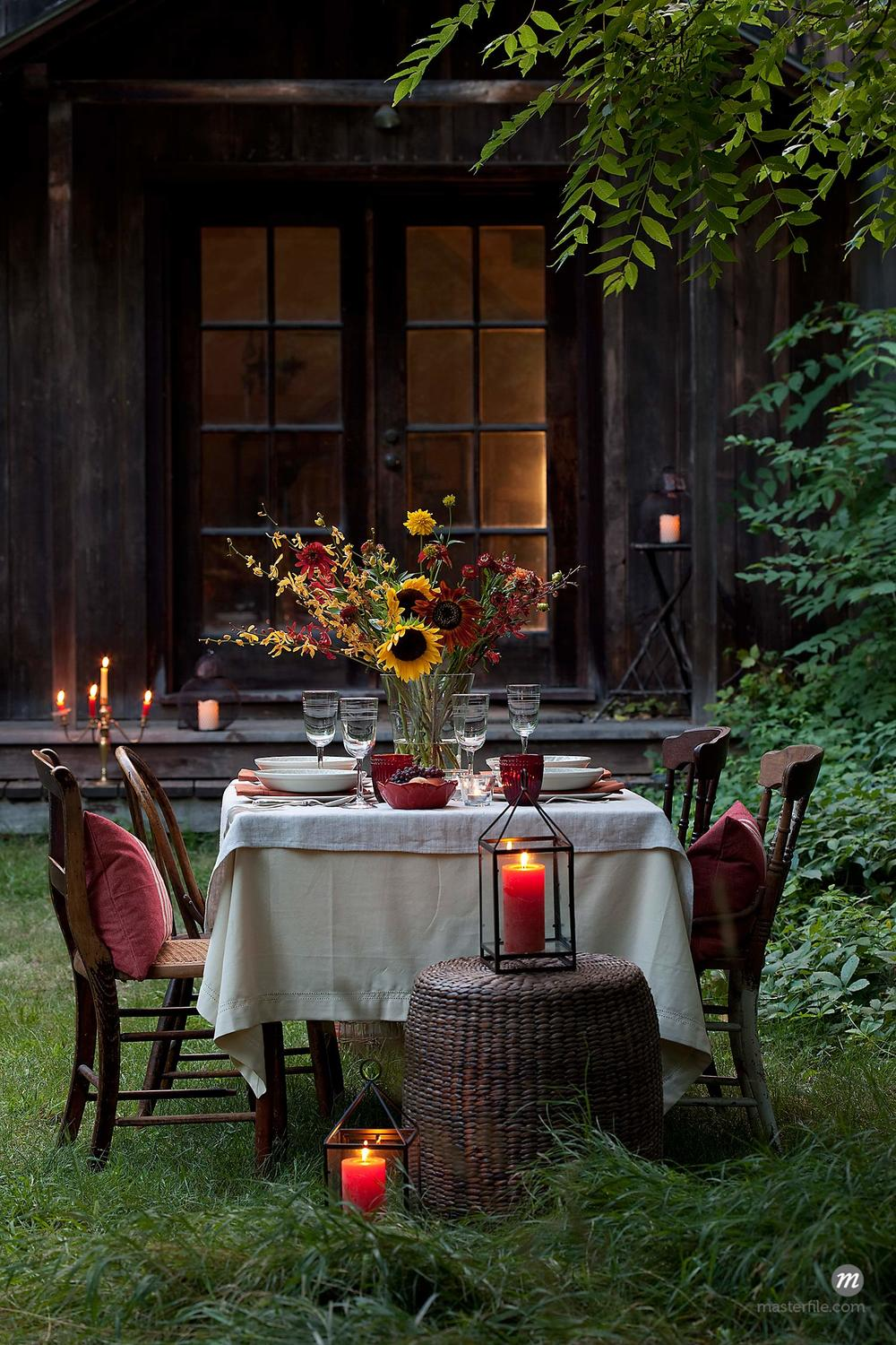 Outdoor Dining in the Fall © Susan Findlay / Masterfile