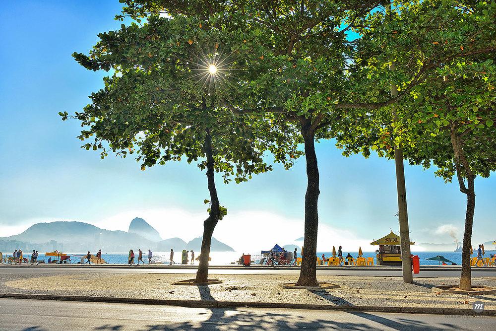 Copacabana Beach, Rio de Janeiro, Brazil, South America © AWL Images / Masterfile