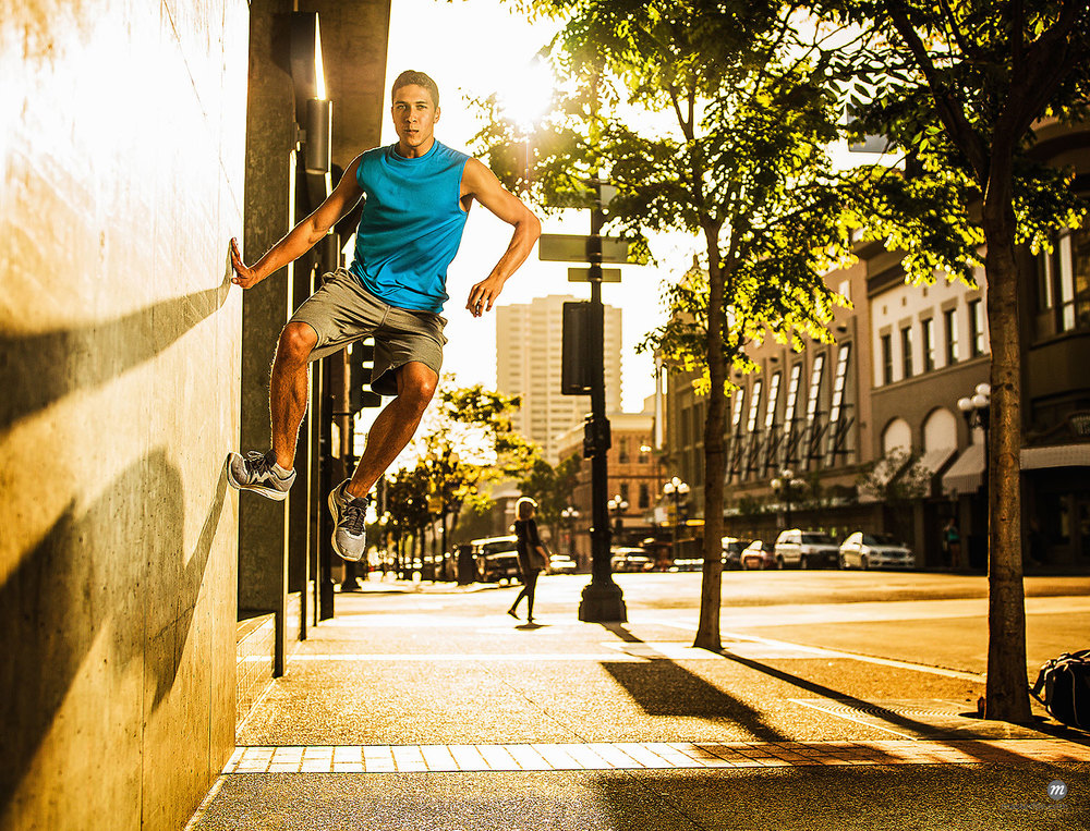Man practicing parkour on city street © Cultura RM / Masterfile