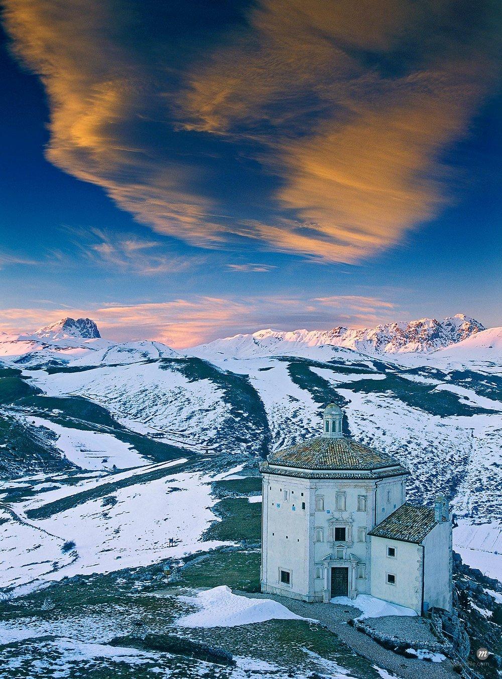 Santa Maria della Piete Church, Italy © Siephoto / Masterfile