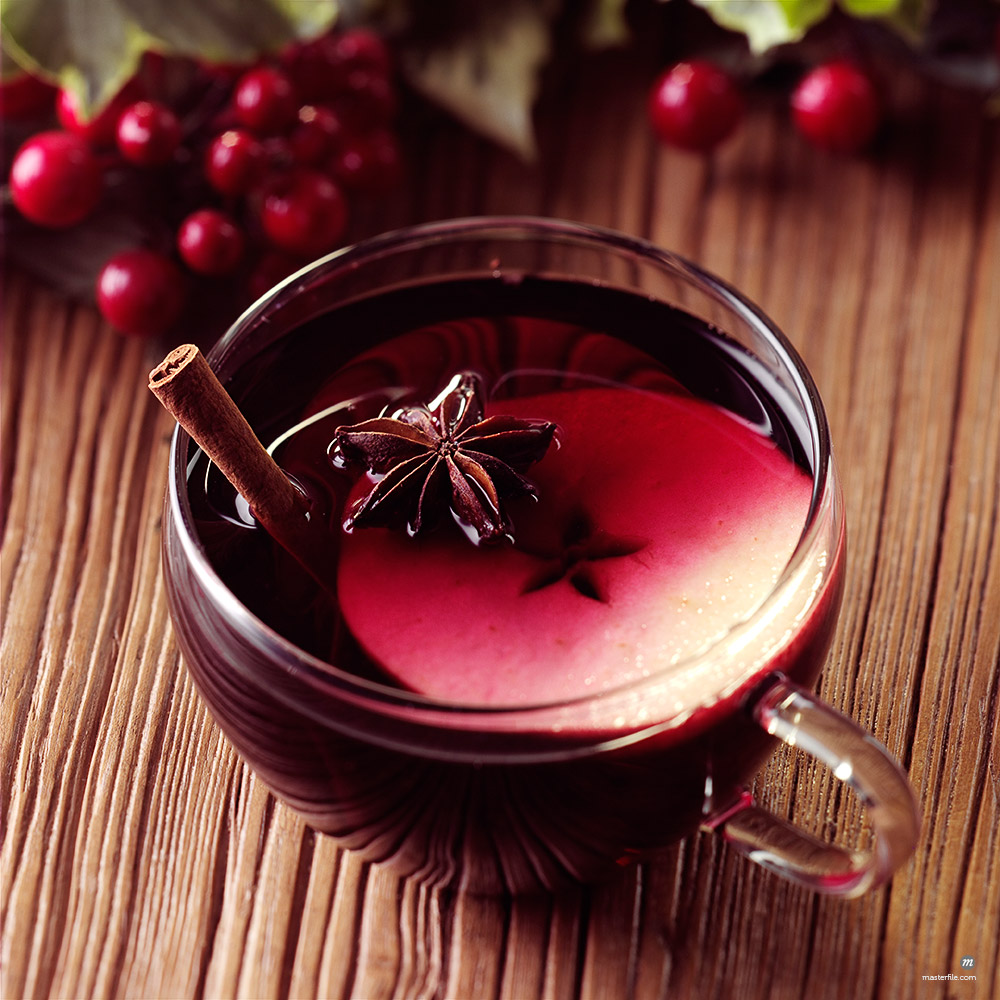 Appleberry Mulled Wine  © foodanddrinkphotos / Masterfile
