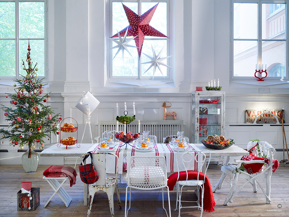 Christmas living room with decorations  © Masterfile