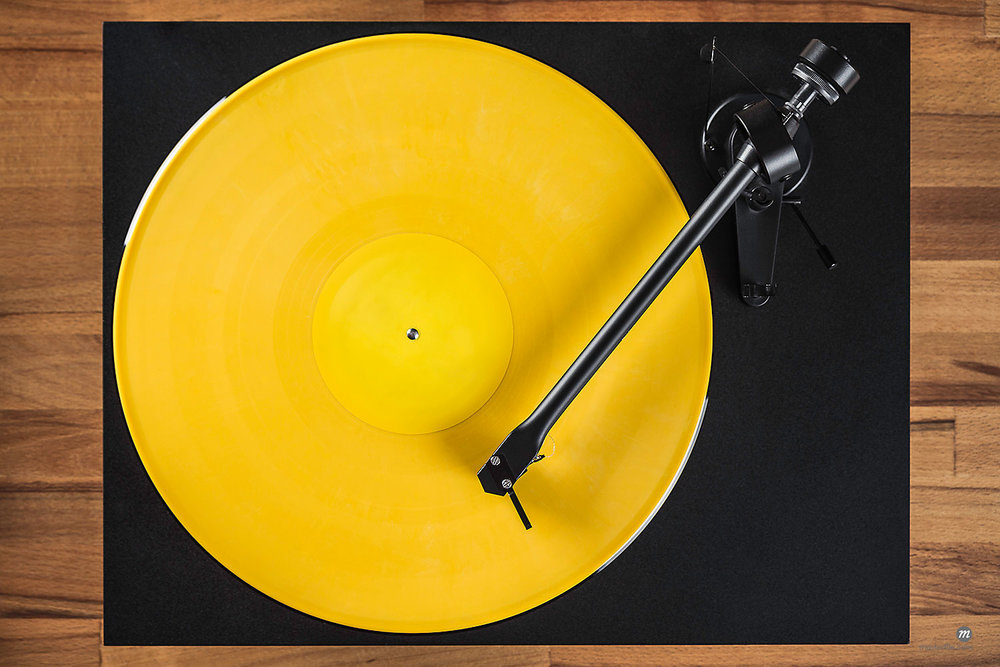 Vintage turntable, high angle  © Masterfile