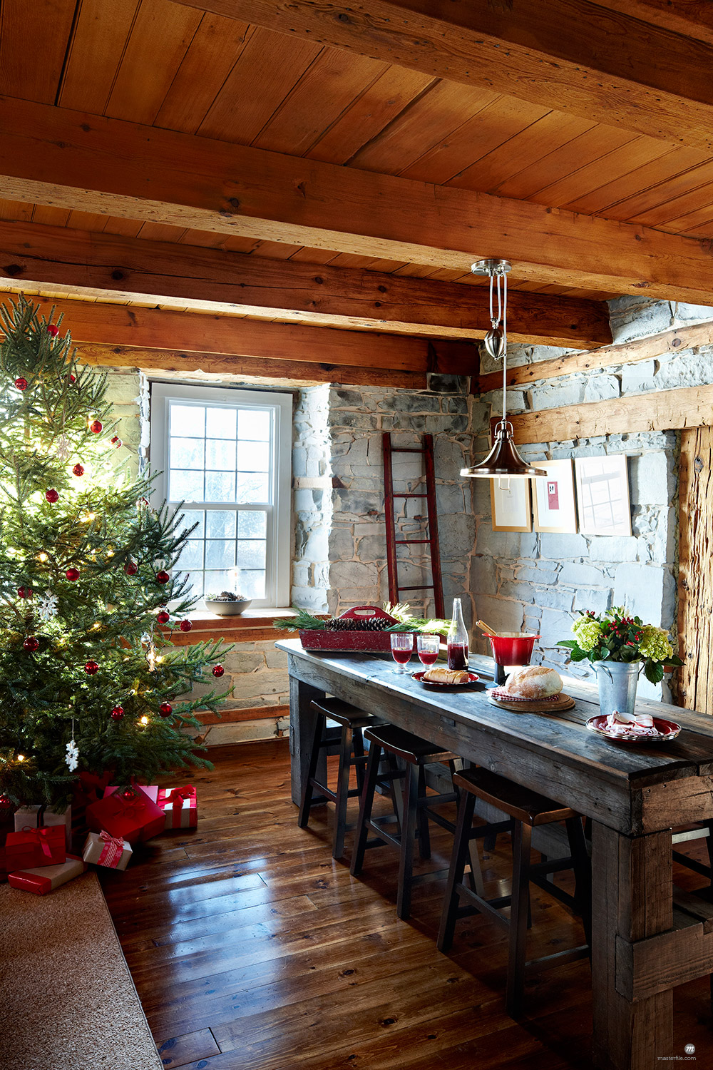 Room Decorated For Christmas © Yvonne Duivenvoorden / Masterfile