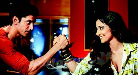 Vidya-Farhan in the first still from Shaadi Ke Side Effects (click to enlarge)